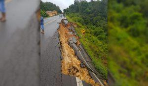 Rodovia BR-174 cede durante chuva e trecho é interditado