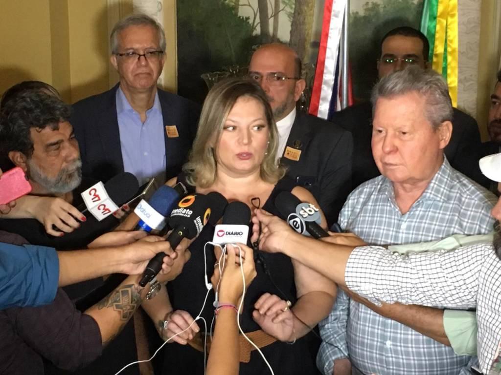 Arthur Neto se reúne com Joice Hasselman para falar sobre Reforma da Previdência