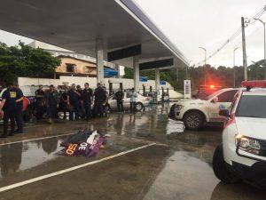 Homem é executado em frente a posto de combustível, em Manaus