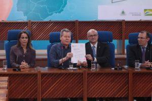 Arthur Neto apresenta resultado de licitação para asfaltamento do Distrito Industrial, em Manaus
