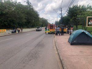 Professores acampam em sede do Governo do Amazonas para cobrar reajuste