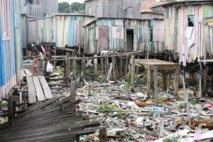 Cheia do Rio Negro afeta moradores de áreas de risco em Manaus