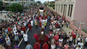 Fiéis participam da Procissão do 'Senhor Morto'  nesta Sexta-Feira Santa, em Manaus