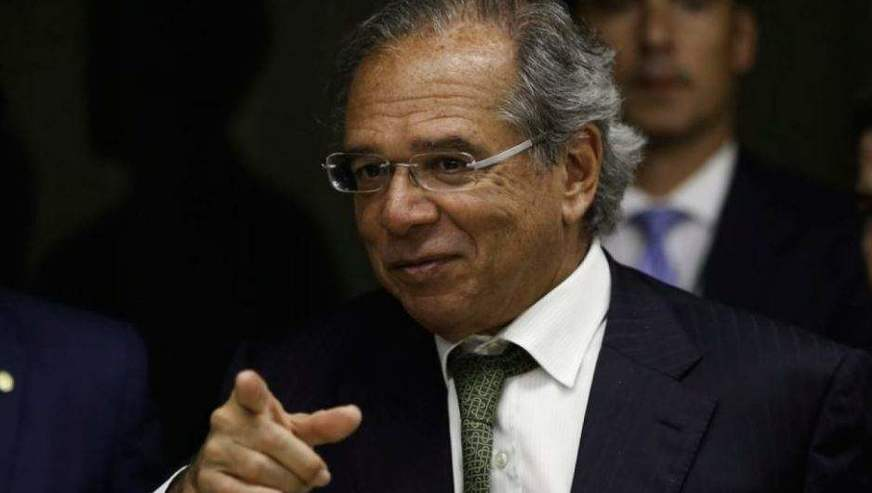 Paulo Guedes fala em redução de até 50% no preço do botijão de gás