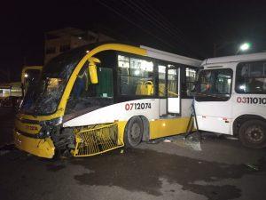 Colisão entre dois ônibus deixa cinco pessoas feridas na Zona Sul de Manaus