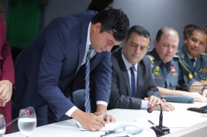 Wilson Lima promove 2.260 policiais militares do Amazonas