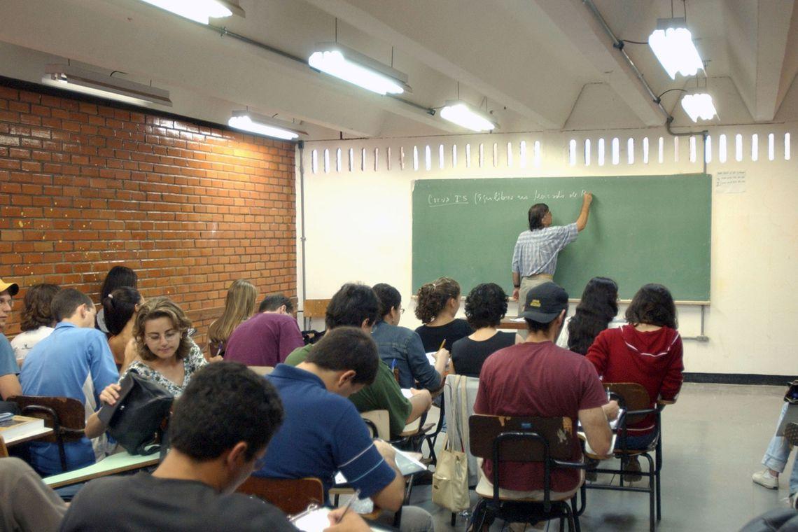Estudantes tem até hoje para renovação de contratos do Fies