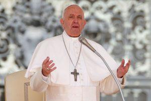Papa denuncia 'arquitetura hostil' contra mais pobres