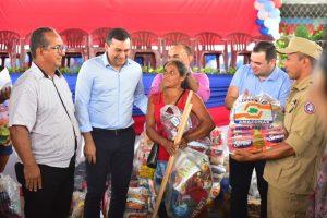 Wilson Lima entrega ajuda humanitária a famílias atingidas pela cheia em Manicoré, no AM