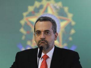 Ministro da Educação diz que recursos de universidades vão para educação infantil