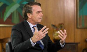 """""""No que depender do governo, Lula não terá liberdade"""", diz Bolsonaro"""