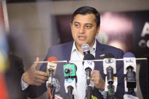 Wilson Lima assina decreto para corte de despesas no Amazonas
