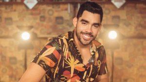 """Avião com o cantor Gabriel Diniz, do hit """"Jenifer"""", cai e mata três pessoas incluindo o cantor"""