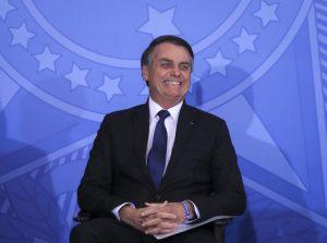 Sobre terras indígenas, Bolsonaro diz: 'Quem demarca sou eu'
