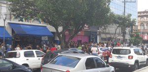 Loja é inaugurada e causa tumulto no Centro de Manaus