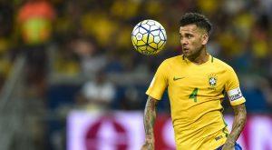Tite escolhe Daniel Alves para ser o capitão da seleção na Copa América