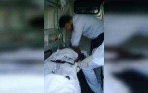 Sem liberação para entrada paciente morre na porta do hospital dentro da ambulância. Veja o vídeo!!