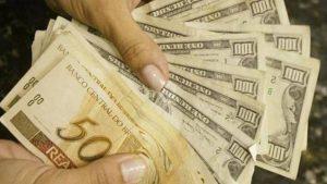 Por causa de guerra comercial entre EUA e China dolár chega a R$ 4,00