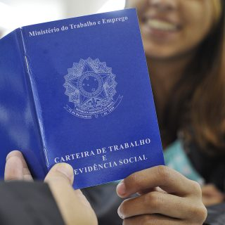 Brasil cria 43.820 vagas formais de trabalho em julho, diz Caged