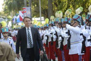 Bolsonaro diz que meta é implantar um colégio militar em cada capital do Brasil