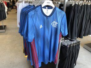 Terceira camisa do Flamengo encalha nas lojas