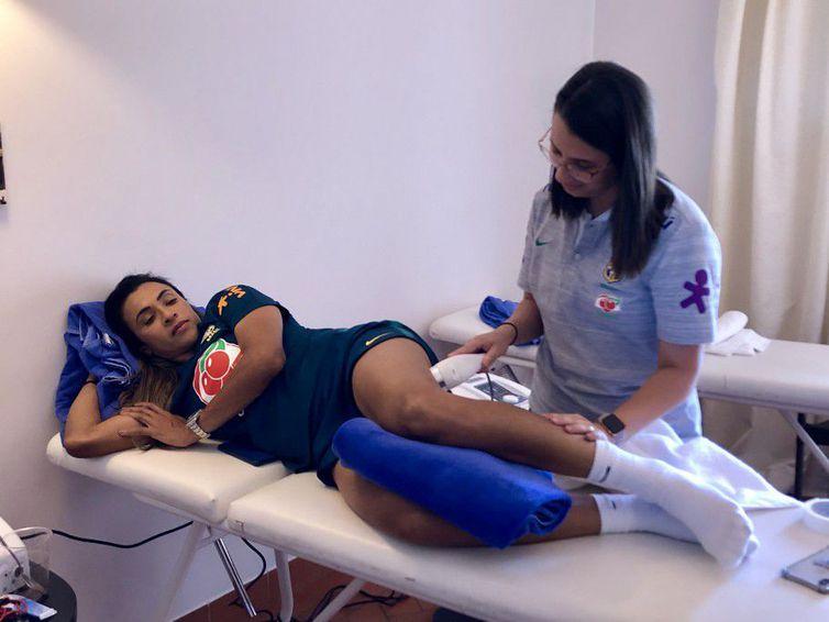 Marta e Érika se recuperam de lesões e ainda não treinam com bola