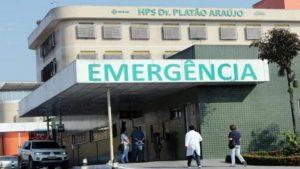 Homem é esfaqueado, surta, retira dreno e sai de hospital em Manaus