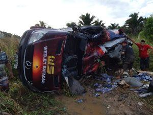Acidente com Van do cantor Wesley Safadão deixa uma pessoa ferida no Maranhão