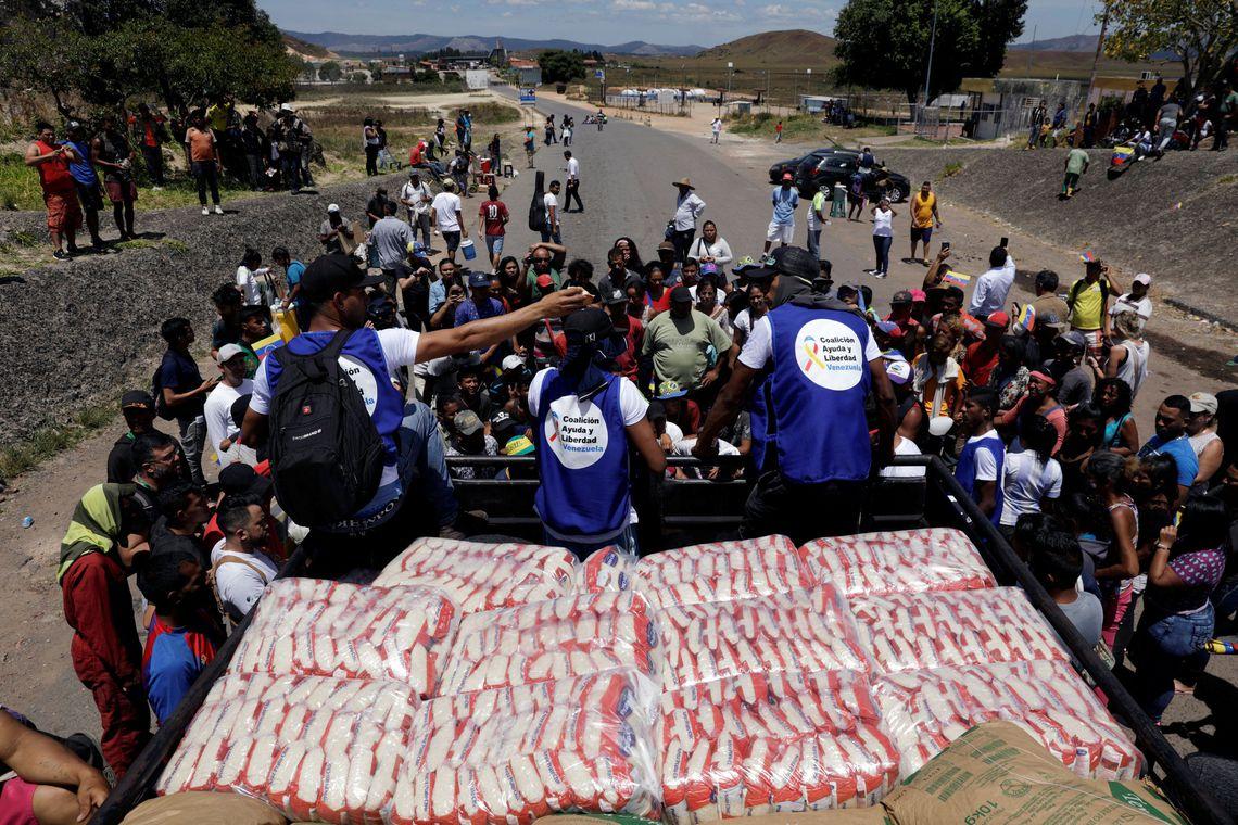 Maduro anuncia acordo com Cruz Vermelha para entrada de ajuda no país