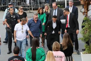 Neymar chega para depor em delegacia de São Paulo