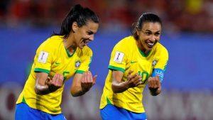 Brasil vence a Itália com gol de Marta e está nas oitavas da Copa