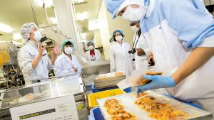 Japão amplia setores em que graduados estrangeiros podem trabalhar