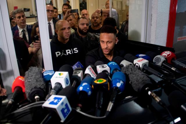 Assessores são responsáveis pelo vazamento de imagens e vídeos, afirma Neymar