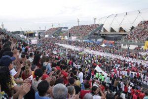 Festa de Pentecostes reúne cerca 80 mil pessoas, em Manaus