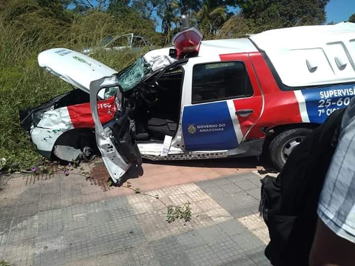 Viatura da PM colide com carreta e deixa feridos, em Manaus 1