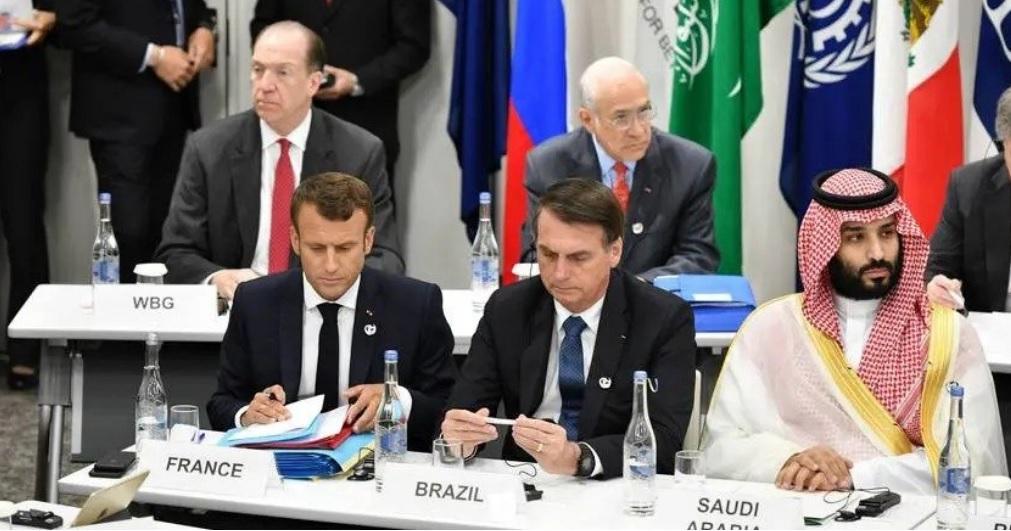 Bolsonaro conversa com Macron e o convida para visitar a Amazônia
