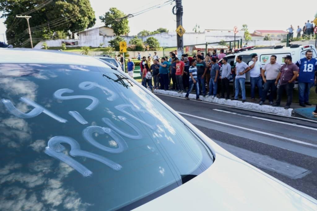 Motoristas de aplicativo realizam protesto contra preço do combustível, em Manaus