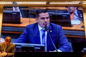 Alberto Neto discursa na Comissão da Reforma na Previdência e defende aprovação da medida com ressalvas
