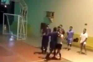 Agressão contra árbitra: homem não aceita receber ordem de mulher; Confira o vídeo!