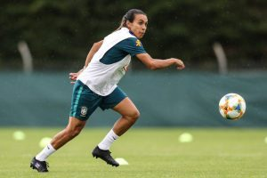 Após treinar e fazer gols, Marta mostra que está recuperada da lesão muscular