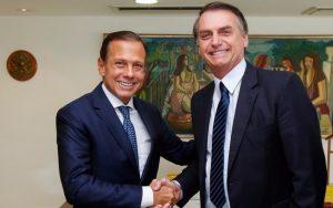 Bolsonaro e Doria fazem flexão de braço durante assinatura de termo em Centro Paraolímpico