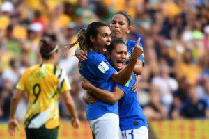 Seleção feminina pode garantir classificação com apenas um empate contra a Itália, nesta terça-feira (18)