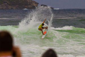 Brasileiros avançam para terceira fase do mundial de surfe, em Saquarema