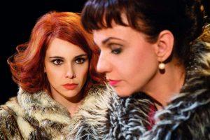 Peça reúne Débora Falabella e Yara de Novaes no Teatro Amazonas