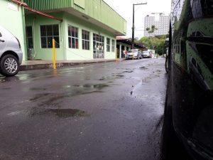Estudante é atropelada por carro dentro de universidade, em Manaus