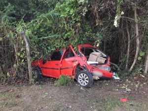 Criança fica ferida em acidente entre carro e ônibus, em Manaus