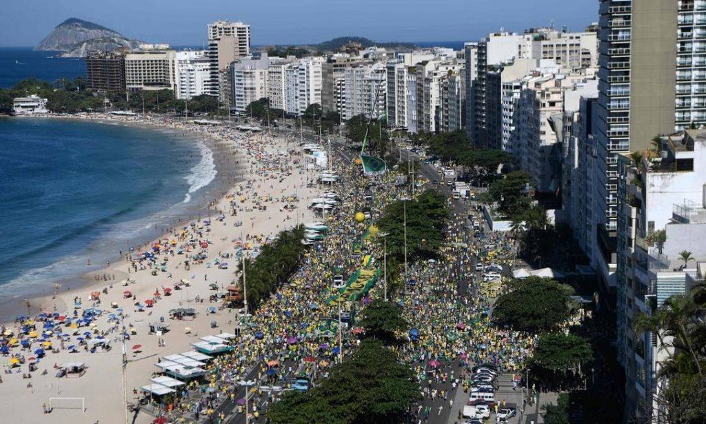 Manifestantes se reúnem em atos de apoio ao ministro Moro, à Lava-Jato e ao governo Bolsonaro 1