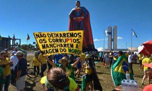 Manifestantes se reúnem em atos de apoio ao ministro Moro, à Lava-Jato e ao governo Bolsonaro