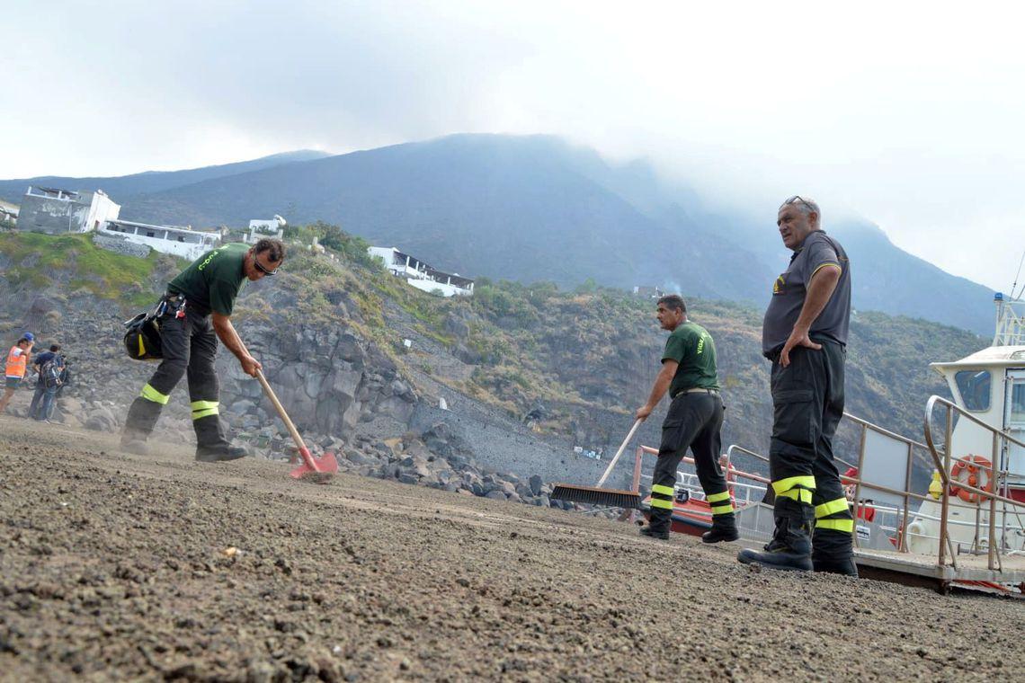 Vulcão entra em erupção na ilha de Stromboli e mata uma pessoa