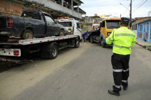 Operação Sucata retira carros abandonados nas ruas de Manaus